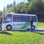Elektrobus - Personenbeförderungsmittel der Zukunft. Eingesetzt als Shuttle zwischen Mittelstation und Beschneiungszentrale