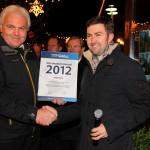Franz Zraunig nimmt die Auszeichnung aus den Händen von Georg Ziegler entgegen