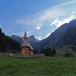 """Die Aigenalmkapelle nahe der Paulhütte. Vom """"Ruheplatzl"""" im Skigebiet kann man sie gut sehen."""