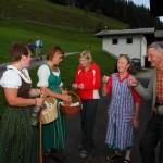 Kurzer Halt bei den ersten Nachbarn am Poingrünhof