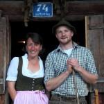 Sennleute Vroni und Rupert vor dem Abmarsch