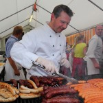 Selbst Grill-Weltmeister Christian Gaspar hilft mit