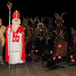 So zieht die Nikolaus- und Krampusgruppe von Haus zu Haus