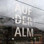 ... je nach Betrachtungswinkel ändert sich das Bild durch die dezente Spiegelung der Landschaft