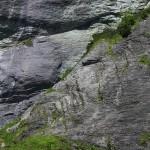Rangezoomt: Ein Kletterer steigt gerade durch die Wand. Jasmin lehnt plötzlich dankend ab ...