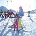 Christine Aichhorn, Armin Assinger und Anna beim Kinderareal