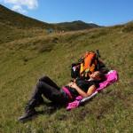 Diese Wanderin zieht ein Sonnenbad dem Gipfelweg ihrer Kollegen vor.