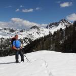 Mein Weg führt mich selbst Ende Mai mitten durch den Schnee, hinten der Draugstein