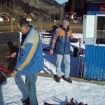 Unsere treuen Mitarbeiter Albert und Manfred bei den letzten Arbeiten am Übungslift