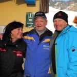 Winning-Team: Regisseurin Lisa Braune mit Moderator Harry Prünster und Parkplatzwart Bernd