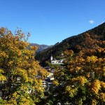 Farbenfroher Blick zur Pfarrkirche Großarl
