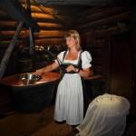 """Helga beim """"Kasn"""" auf der Karseggalm"""