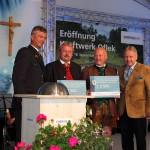Scheckübergabe an die Bürgermeister für die gute Zusammenarbeit, einzusetzen für wohltätige Zwecke