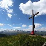 Gipfel Kreuzeck (2.204 m) mit Blick zu den hohen Tauern