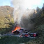 Hütte in Vollbrand (Bild: Haugeneder, s. Kommentar)