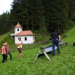 An der Wolfaukapelle mit Helga Zraunig