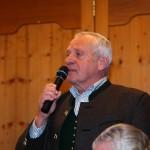 Autor Walter Mooslechner begrüßt alle Verwandten und Festgäste