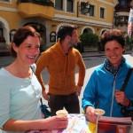 Die Bäuerin von der Bichlalm (rechts) mit Tochter Kathi, lange Sennerin auf der Bichlalm