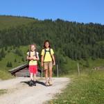 2 fleißige Wanderinnen - gleich sind wir da