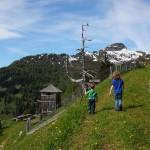 Am Spielplatz geht´s jetzt noch vorbei - bergwärts zum Wetterkreuzsattel