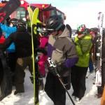 """Zuerst Ski im """"Kisterl"""" verstauen dann Einsteigen ins Gerät"""